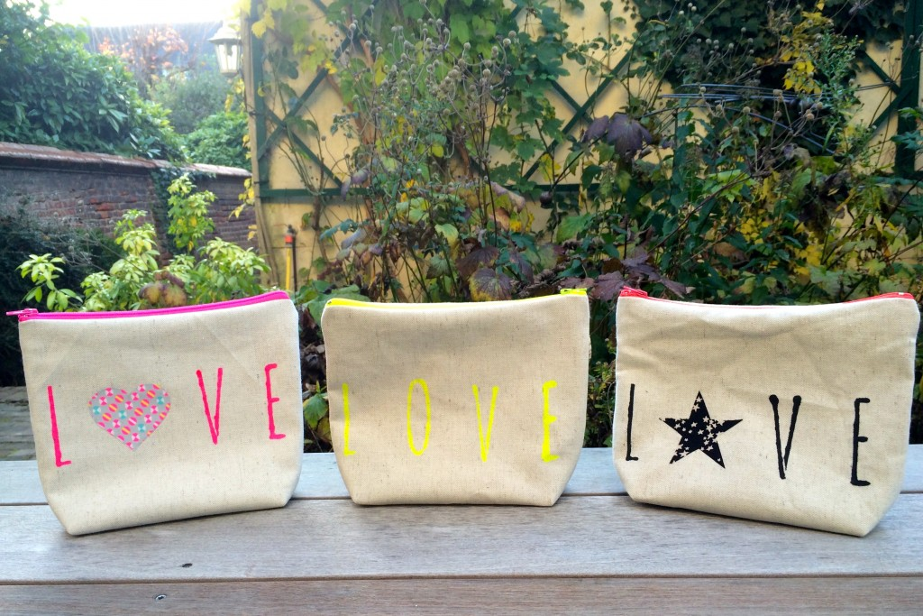 3trousseslovedebout